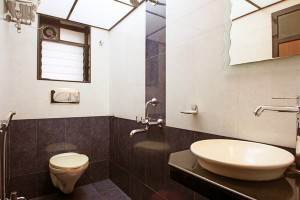 hotel-solitaire-washroom